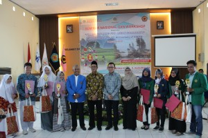 Foto Bersama dengan Juara English Speech Contest